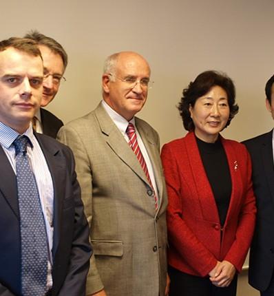 与法国汽车设备工业协会的会议在巴黎举行